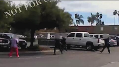 Revelan nuevos videos sobre la muerte de un hombre negro desarmado en Ca...