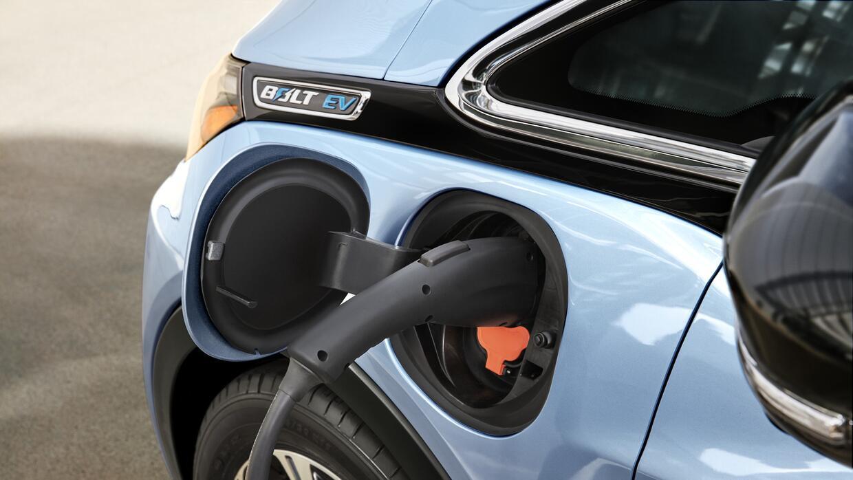 El Chevrolet Bolt EV 2017 se carga en 9 horas en un cargador de 240 voltios