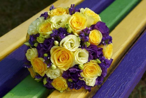 El morado combinado con el amarillo logran un contraste original y moderno.