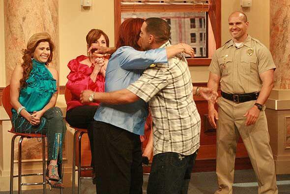 El hijo de Lucía corrió a abrazarla cuando la vio transformada.