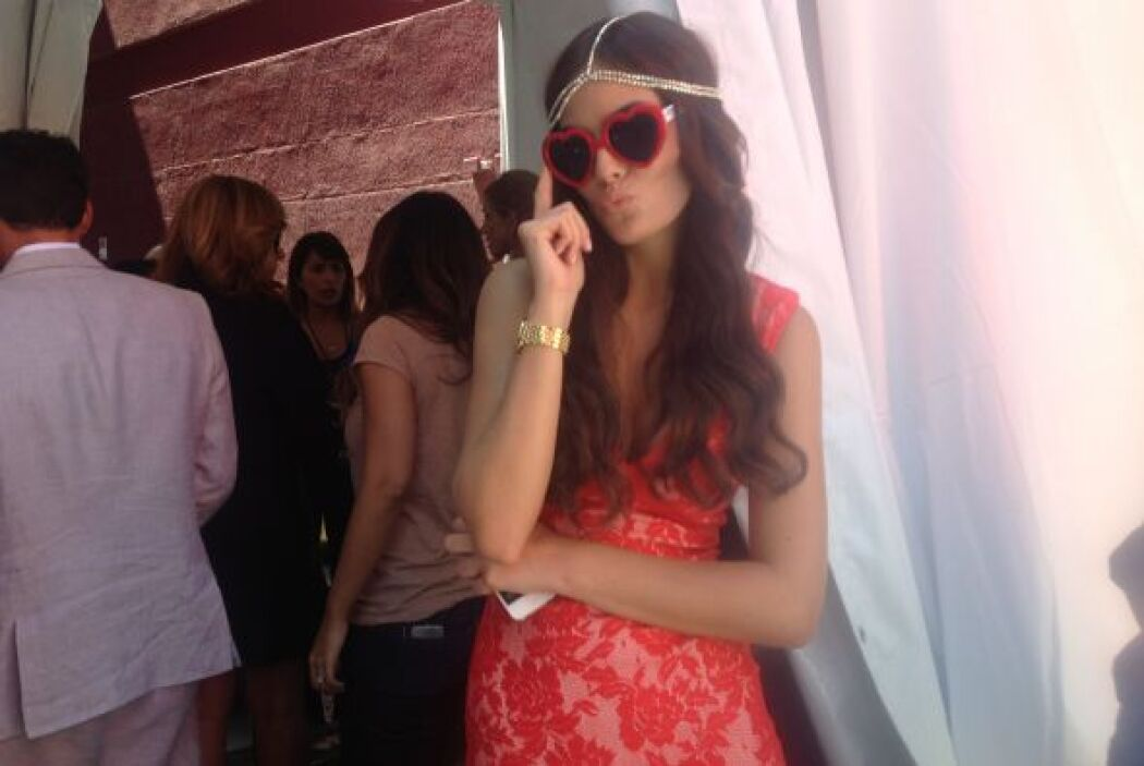 Ximena luce bella con sus lentes de KLOVE