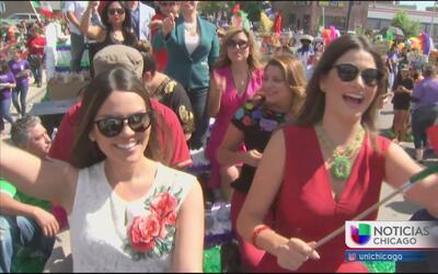 Celebran el desfile por la independencia de México en Chicago