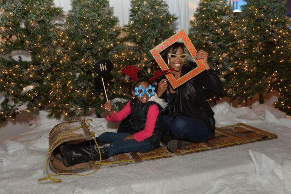 Una hermosa fiesta de Navidad reunió a los niños de la ciudad, quienes d...