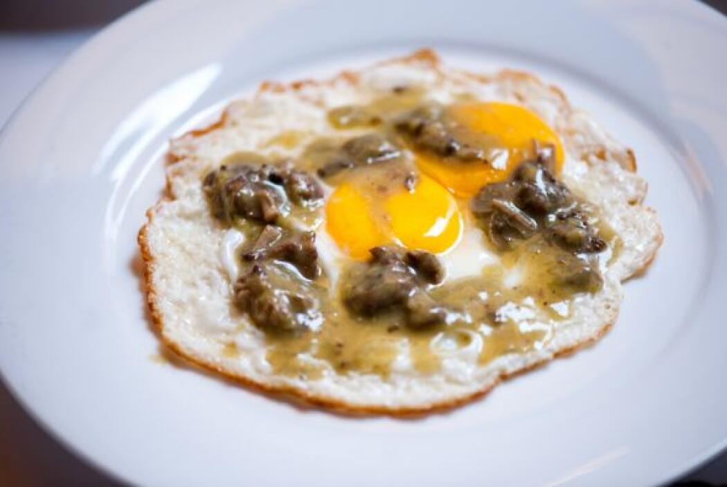 Huevos revueltos con nopales: Excelente opción para el desayuno. La ener...