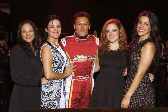 Sus hijas y su esposa siempre apoyando al cantante en su carrera.