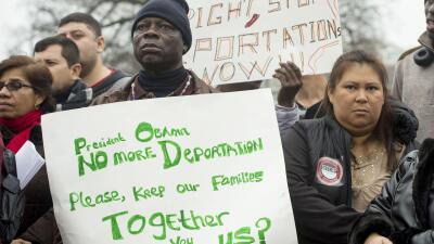 Un grupo de inmigrantes durante una protesta para pedirle a Obama que pa...