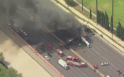 En video, el terrible incendio que desató un camión al chocar contra otr...