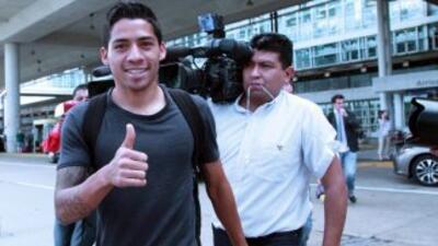 Javier Aquino llegó a Chicago para reportarse con selección mexicana.