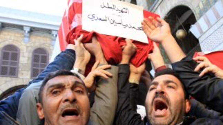Disparos de obuses y ametralladoras pesadas contra el barrio de Baba Amr...