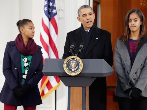 El presidente de Estados Unidos, Barack Obama, indultó simbólicamente a...