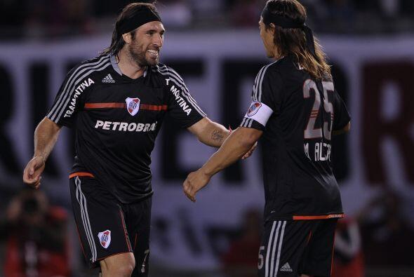 El goleador Mariano Pavone anotó de penal el único gol riv...