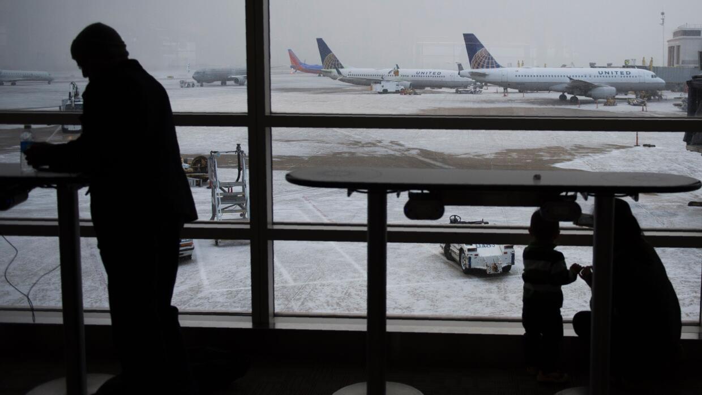 Tormenta de nieve ocasiona vuelos cancelados en la costa este  eastcoast...
