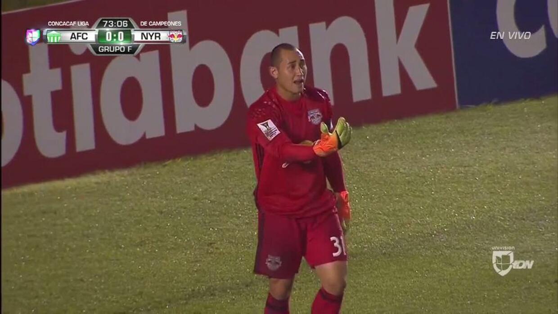 Uyy!! Miguel Alejandro Galindo dispara y para el portero