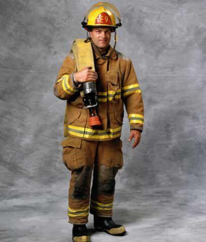 BOMBERO. Los requisitos para ser bombero varían de un departament...