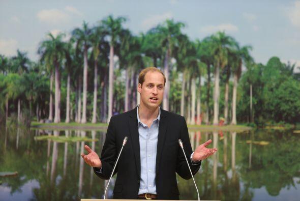 Antes de partir del país oriental, el príncipe dio un discurso sobre la...