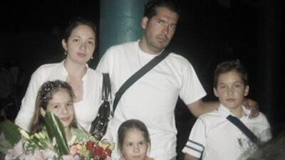 La historia de los esposos Juan Manuel Pérez y Karina Ponce, y de sus tr...
