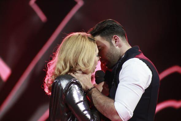 Y aunque tampoco se besaron, ¡fue un dueto bastante intenso!