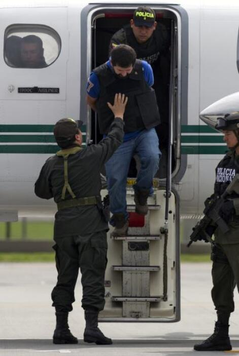 """Los primeros en descender de la aeronave fueron """"El Loco"""" Barrera, con u..."""