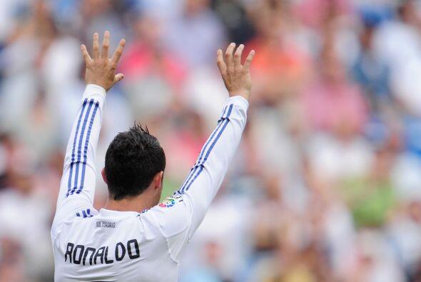 Cristiano Ronaldo volvió a celebrar dos veces con su gesto de sie...