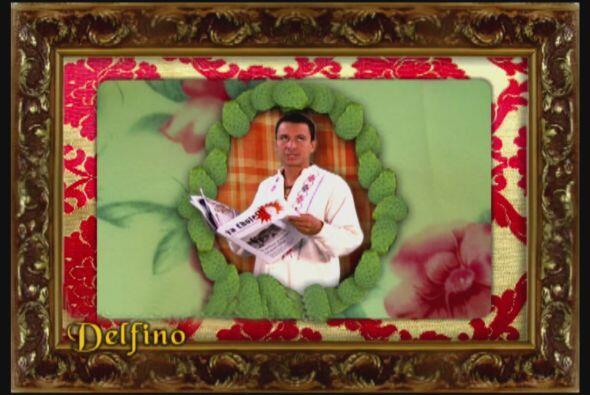 Delfino es empleado de Don Carmelo, además es amigo de Albertano.