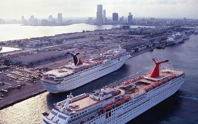 Crucero de Carnival en Puerto de Miami.