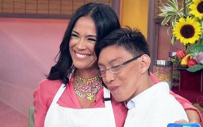 Karla Martínez cocinó Pescado al Coco con un invitado muy especial