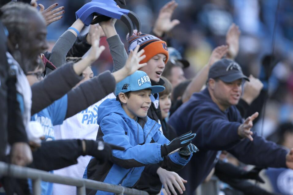 Cam Newton se lució con 5 pases de TD para que los Panthers mantuvieran...