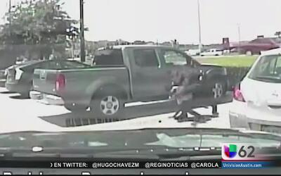 Maestra demanda a la ciudad de Austin por un violento arresto captado en...