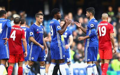Chelsea goleó 3-0 al Leicester