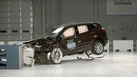 La Buick Envision 2017 pasa con honores la prueba de choque frontal supe...