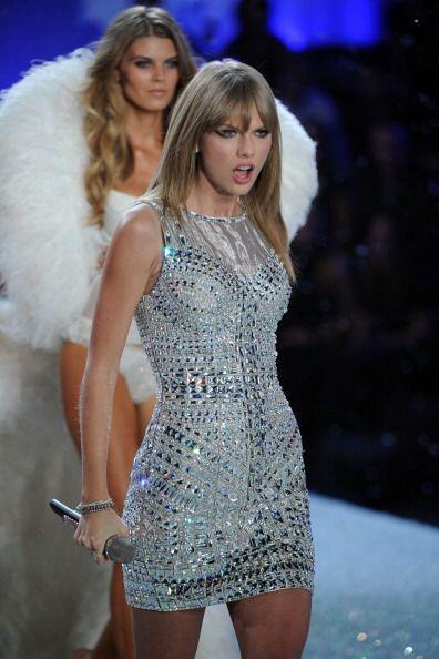 7. Taylor Swift.  En 12 meses, la cantante ganó unos 55 millones de dóla...