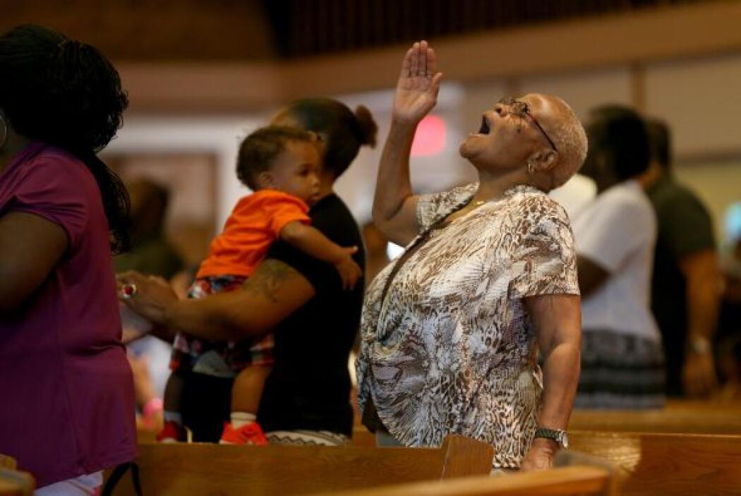 En el lugar se congregaron familiares, amigos y ciudadanos de Ferguson.