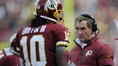 Robert Griffin III y Mike Shanahan cada vez se alejan más (AP-NFL).