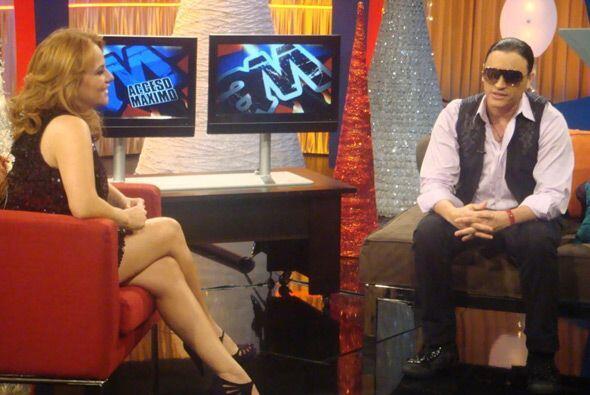 Gina Ulmos y Orlando León condujeron este programa en el que Carlos no e...