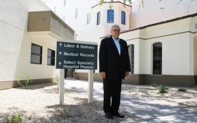 El alguacil Arpaio visitó a la detenida en el Hospital San Joseph en Pho...