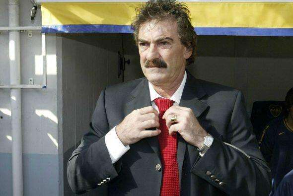 Más de 32 entrenadores han desfilado por el banquillo mexicano de...