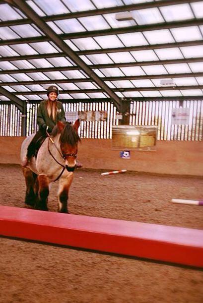 Katie adoraba estar en moviento, a los 16 años practicaba equitac...