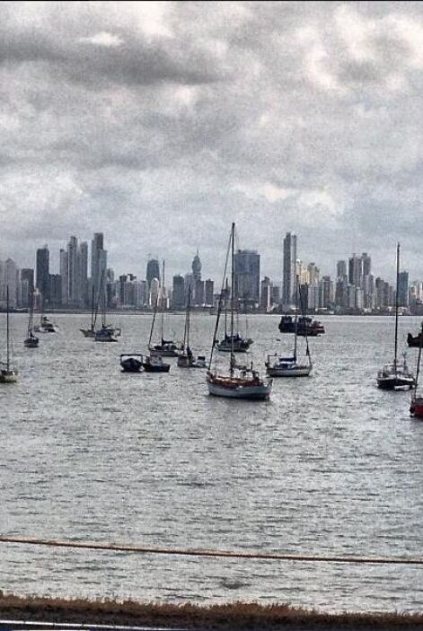 Y aquí la vista de la ciudad de Panamá y la marina.   Escucha El Show de...