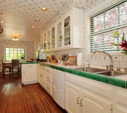 Reese Witherspoon country kitchen