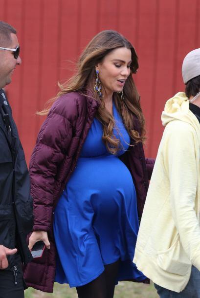 Muy embarazada. Mira aquí los videos más chismosos.