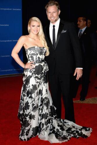 Jessica Simpson y Eric Johnson. Mira aquí los videos más chismosos.
