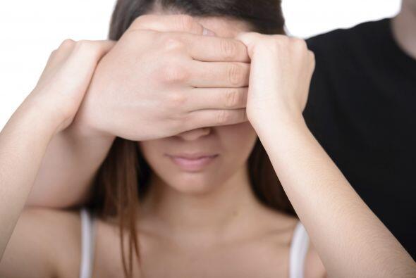 Celos como neurosis: La base de este sentimiento es la desconfianza y pu...