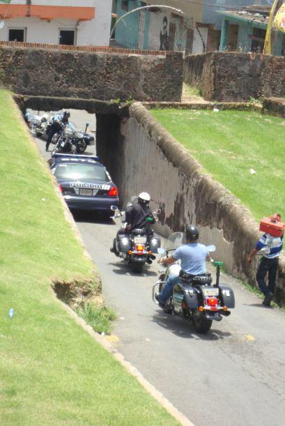 La presencia de las fuerzas de seguridad se siente en toda la isla.