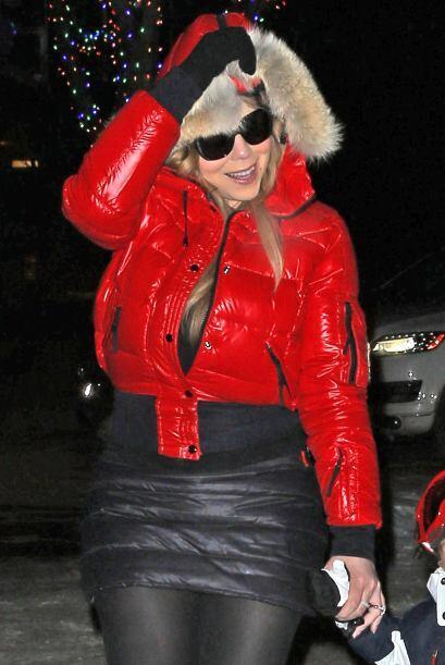 Posteriormente vimos a Mariah vestda de rojo; al parecer no puede dejar...