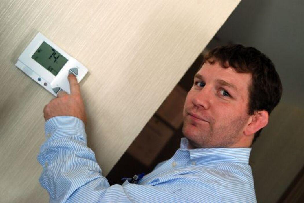 2. Instala un termostato programable para reducir las facturas de servic...