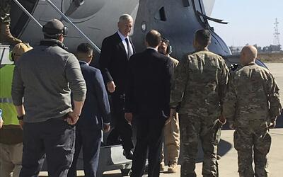 El general Jim Mattis, secretario de Defensa, en una visita no anunciada...