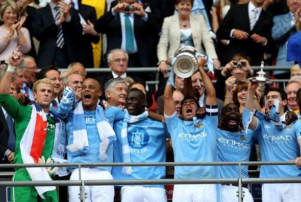 Pero Manchester estuvo dividiéndose títulos, pues la FA Cu...