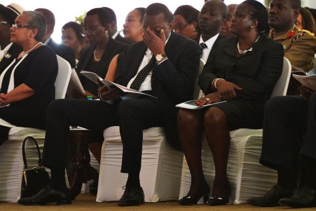 El Presidente Uhuru Kenyatta de Kenia se representa en el funeral de su...