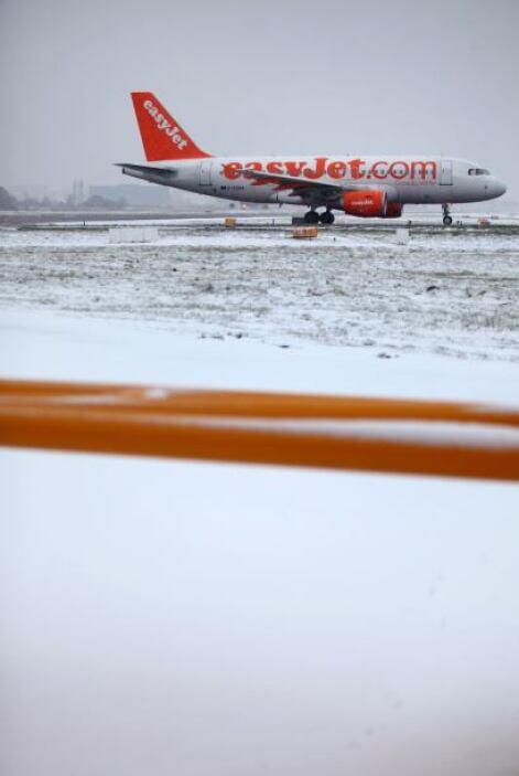Los aeropuertos de Cardiff, Bristol y Southampton permanecen cerrados y...