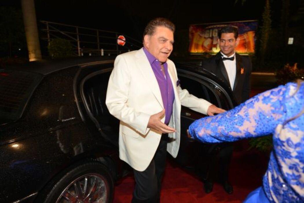 Don Francisco comenzó la transmisión de Sábado Gigante en su natal Chile.